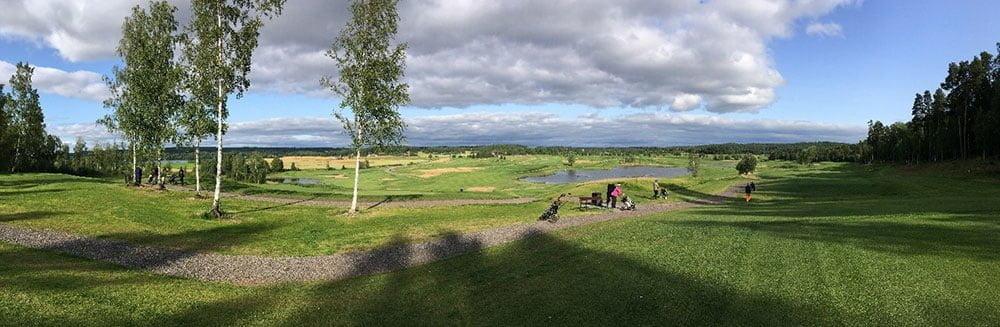 Kaunis päivä golfata