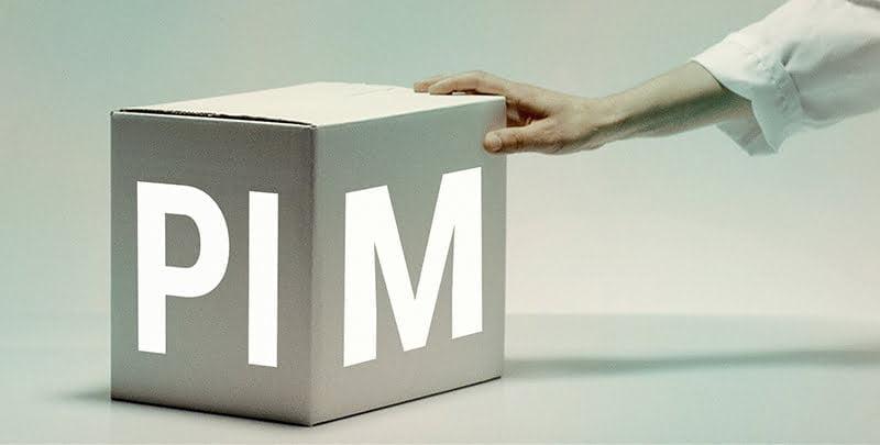 Käsi joka työntää laatikkoa